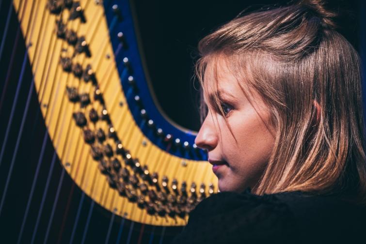 Clara Windgassen - Harfe